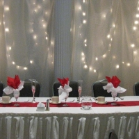 red-white-head-table